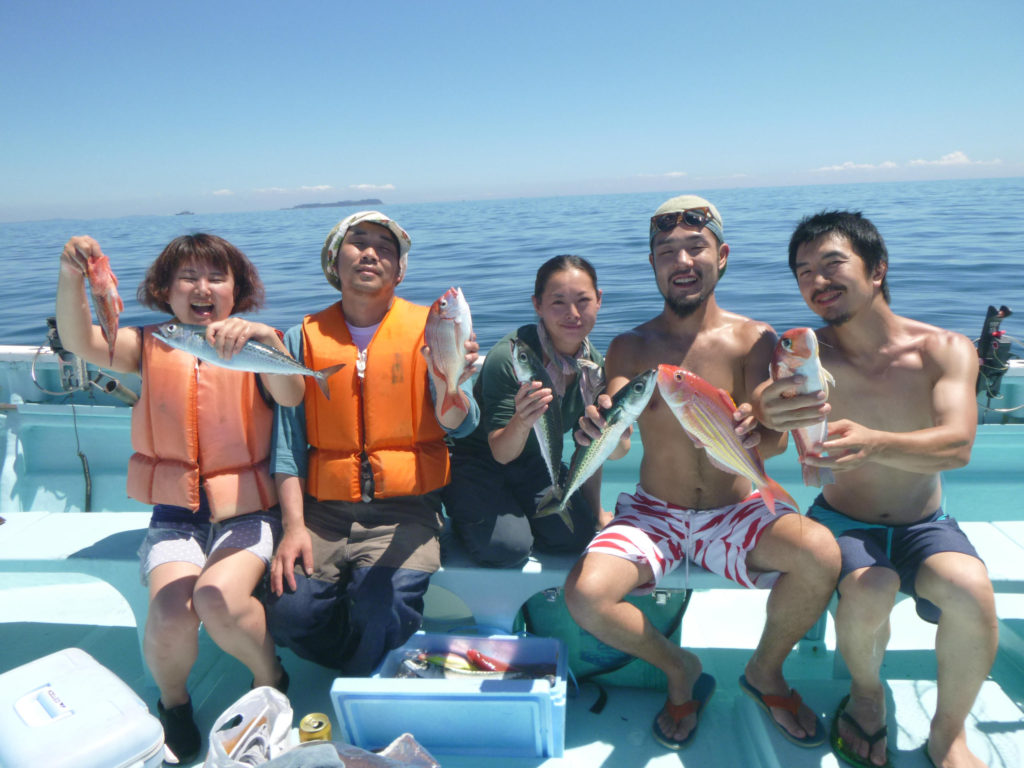 いろいろ釣れました ハナダイ、アマダイ、イトヨリ、レンコダイ、ウッカリカサゴ、サバなどクーラー2ついっぱいです